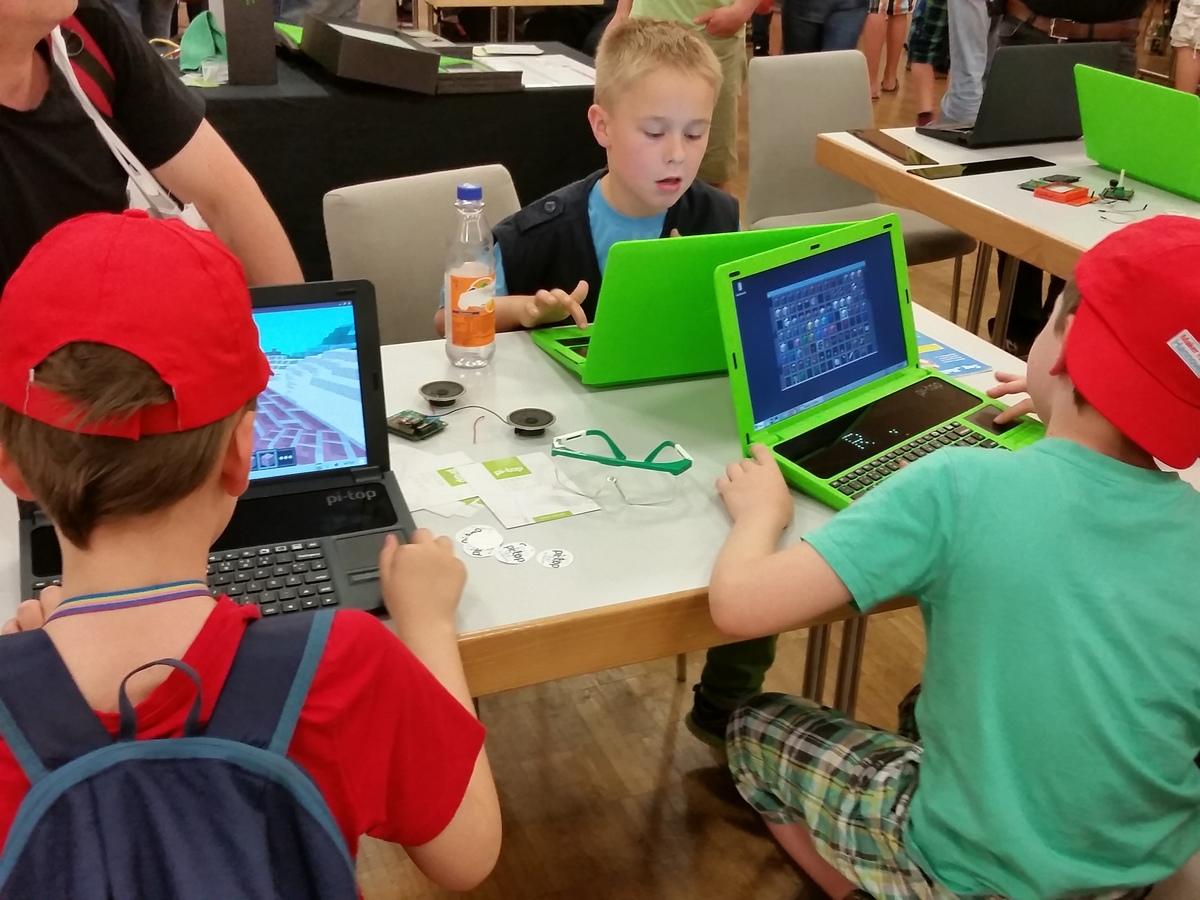 MakerFaire2016-40